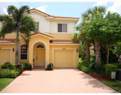 Florida townhouses for sale from 100 000 home max realty for Wheelchair accessible homes for sale in florida
